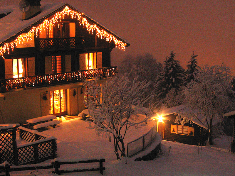 Self catered chalet in chamonix ski in ski out luxury for Luxury winter cabins